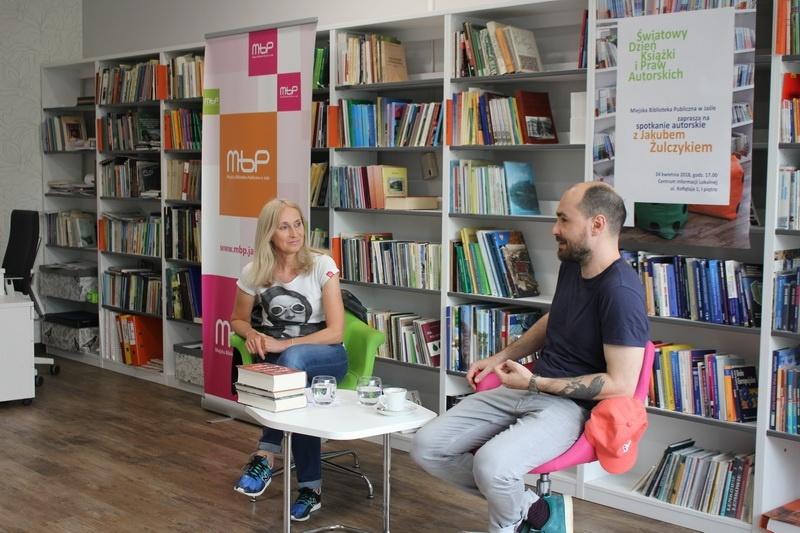 Zedrzeć politurę – świat powieści Jakuba Żulczyka