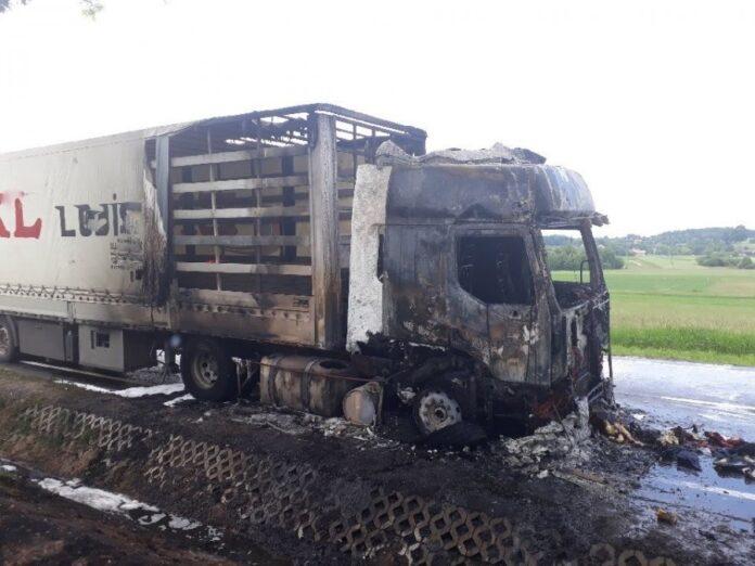 Samochód ciężarowy stanął w płomieniach - aktualności Jasło