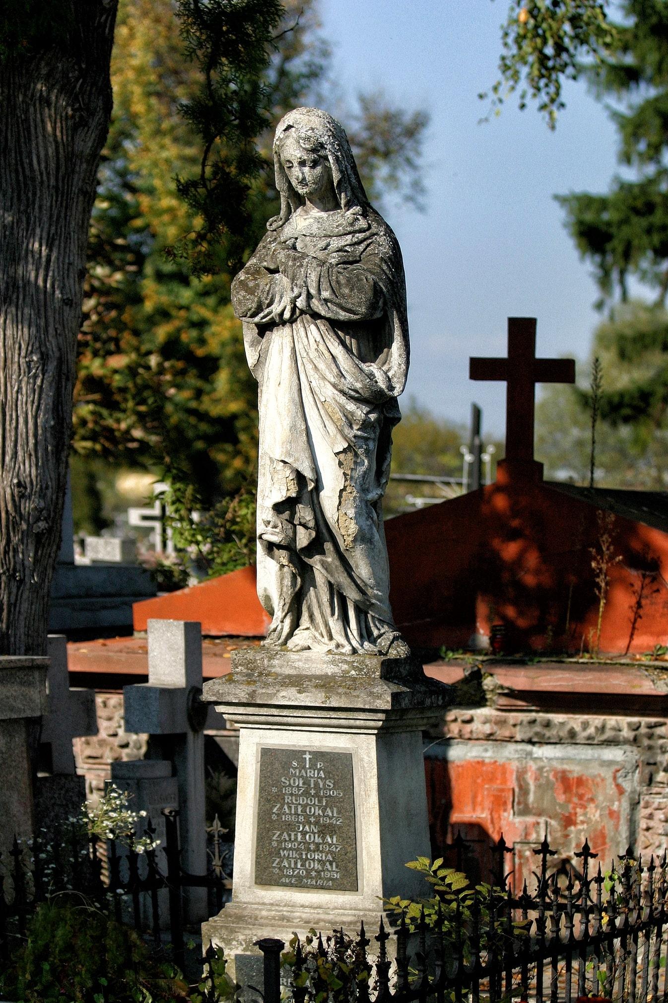 Renowacja rzeźby na grobie Marii Sołtys