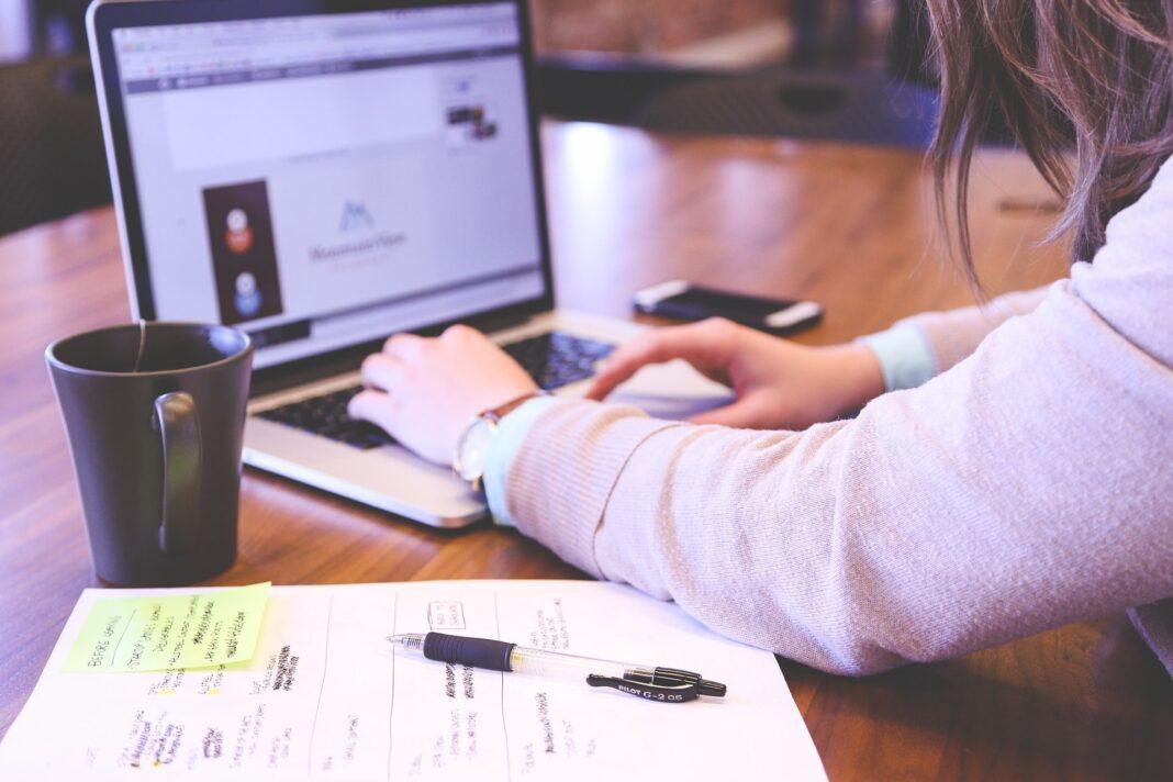 Jak bezpiecznie płacić w Internecie? Poradnik Moje Jasło