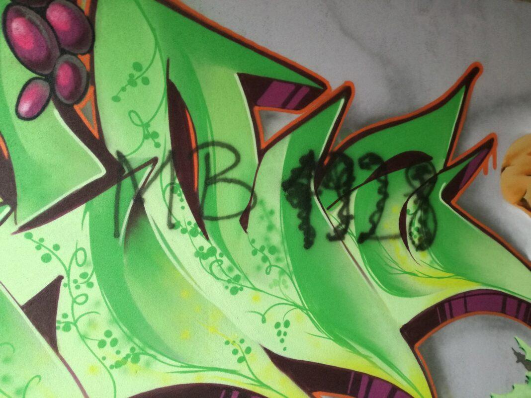 Graffiti w przejściu podziemnym Jasło