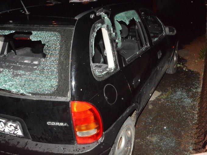 Siekierą powybijał szyby w samochodzie