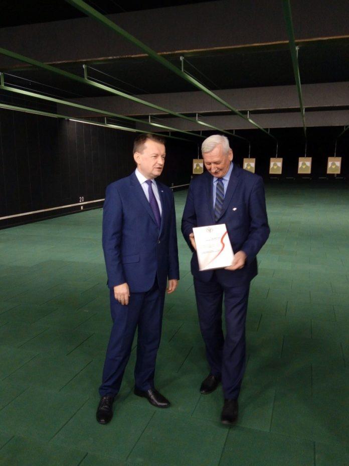 Starosta Adam Pawluś i Minister Mariusz Błaszczak