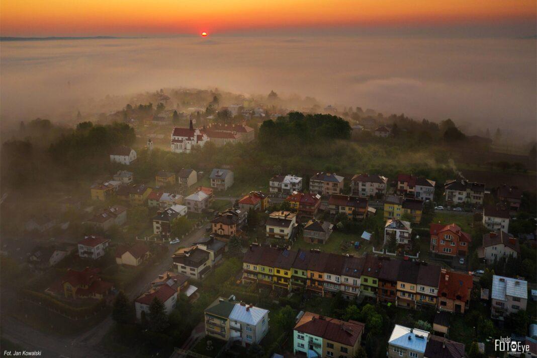 Jasło otulone mgłą