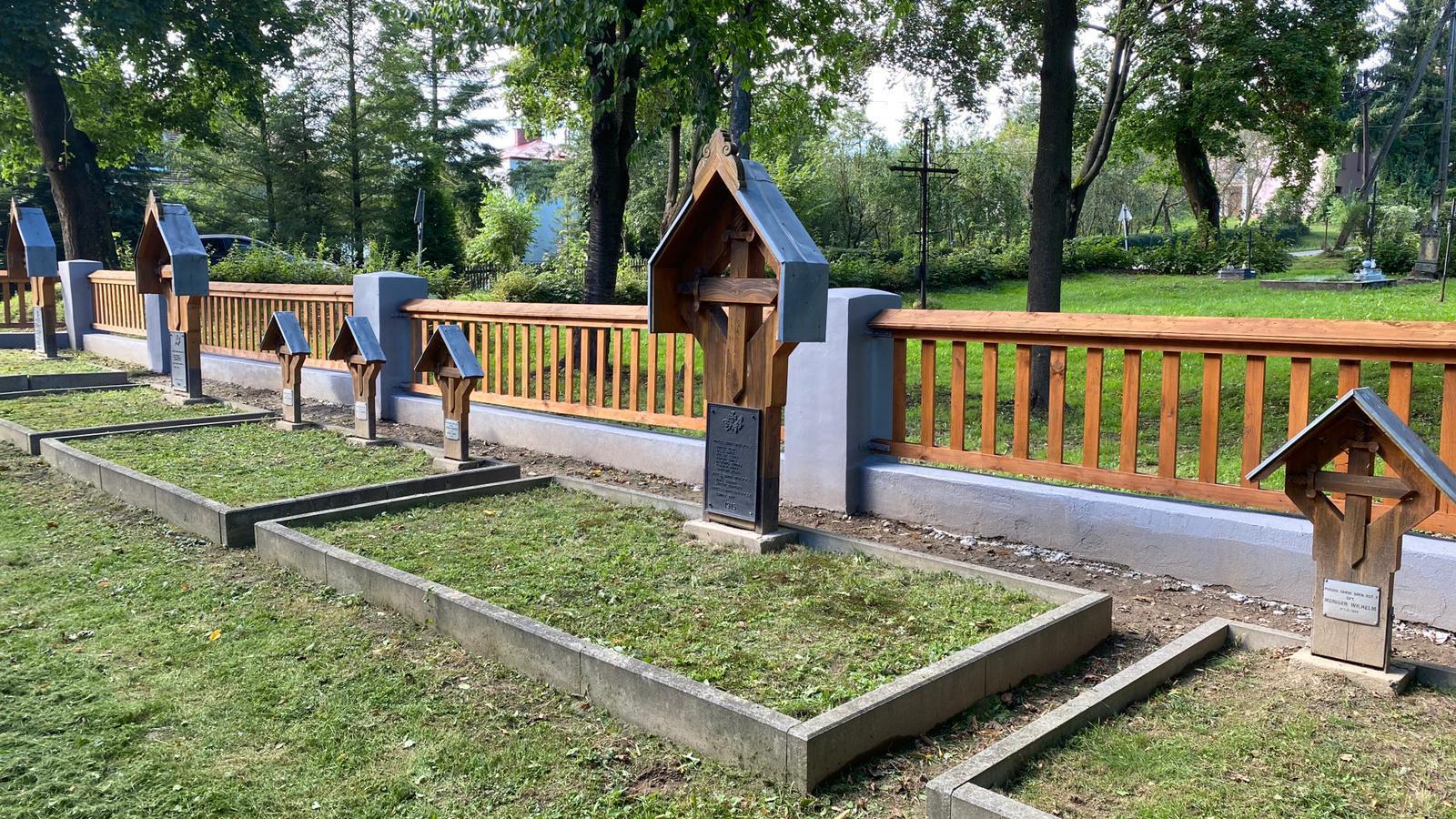 Cmentarz wojenny w Warzycach