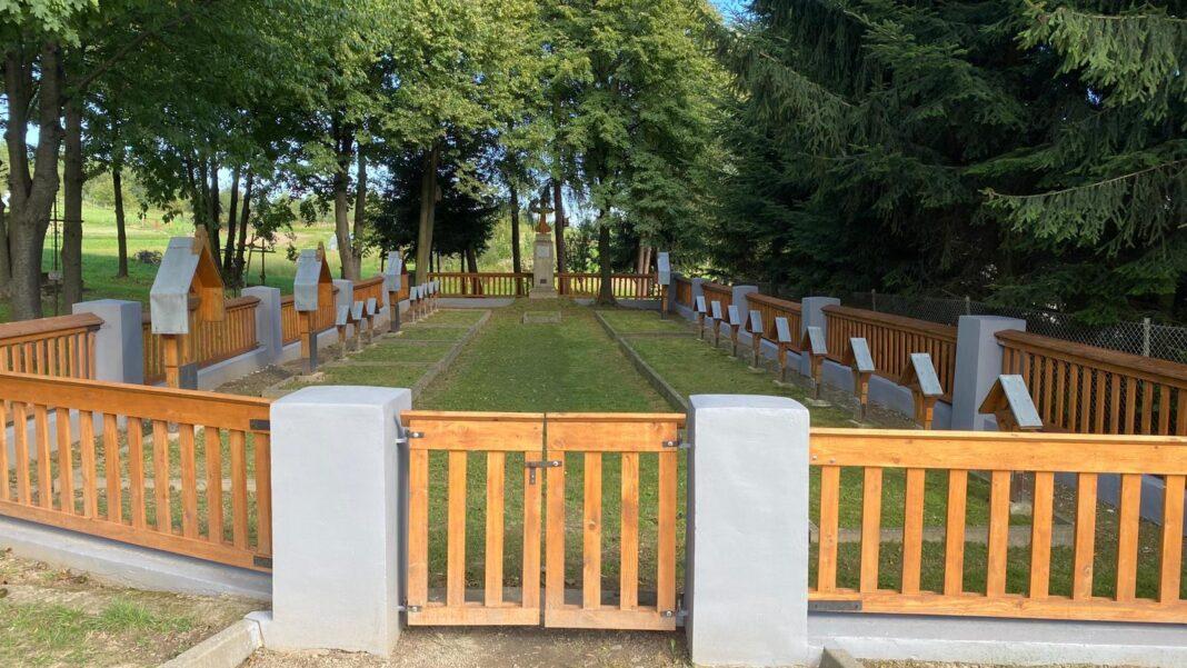 Remont ogrodzenia cmentarza wojennego w Warzycach