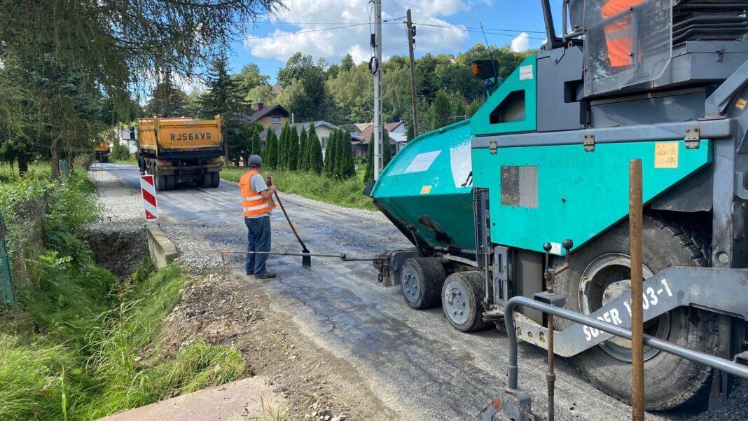 Remont drogi w Trzcinicy