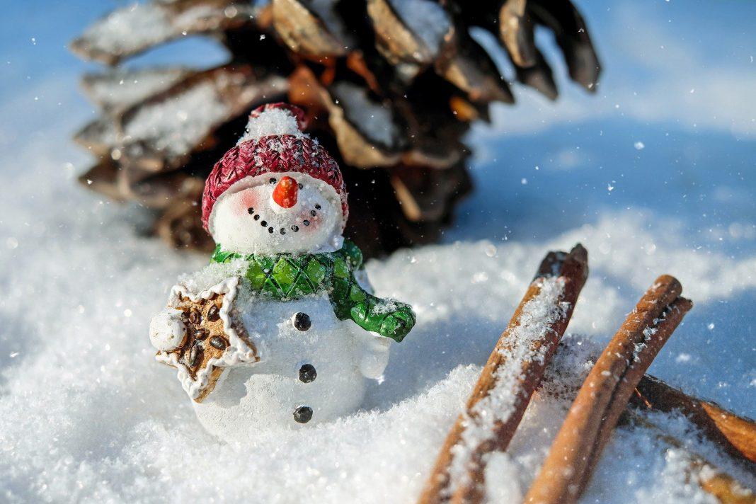 Zima, bałwan ze śniegu