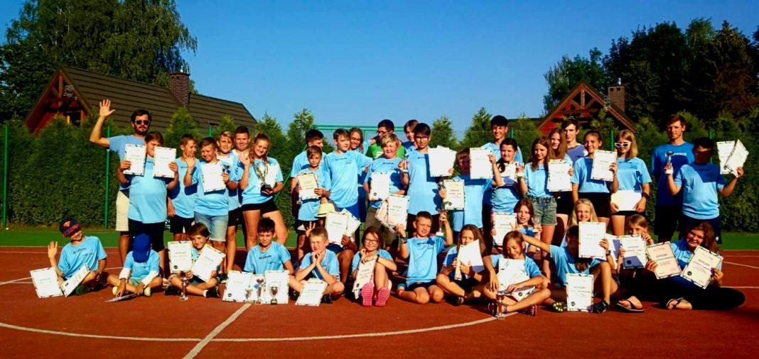 Szkoła Tenisa WINNER w Jaśle - zdjęcie grupowe