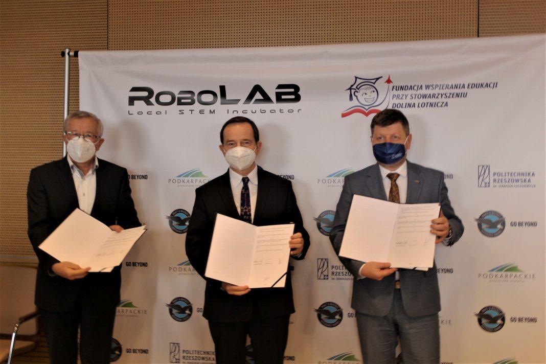 """RoboLAB - unikalny projekt Fundacji Wspierania Edukacji przy Stowarzyszeniu """"Dolina Lotnicza"""""""