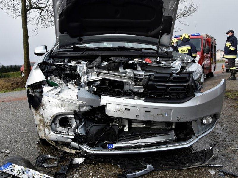 Jasło - rozbity samochód Audi
