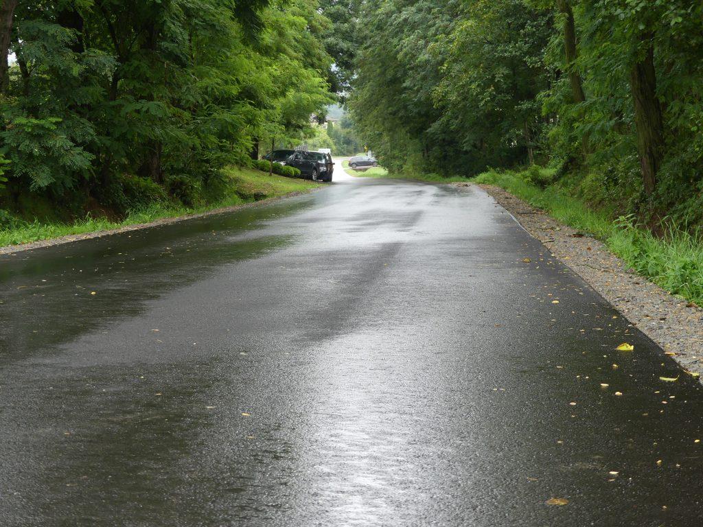Wyremontowany odcinek drogi Kołaczyce-Brzyska-Brzyska przez wieś