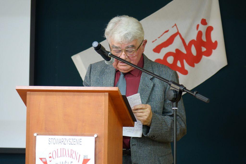Kazimierz Rozenbeiger przemawia podczas spotkania w jasielskim Ekonomiku