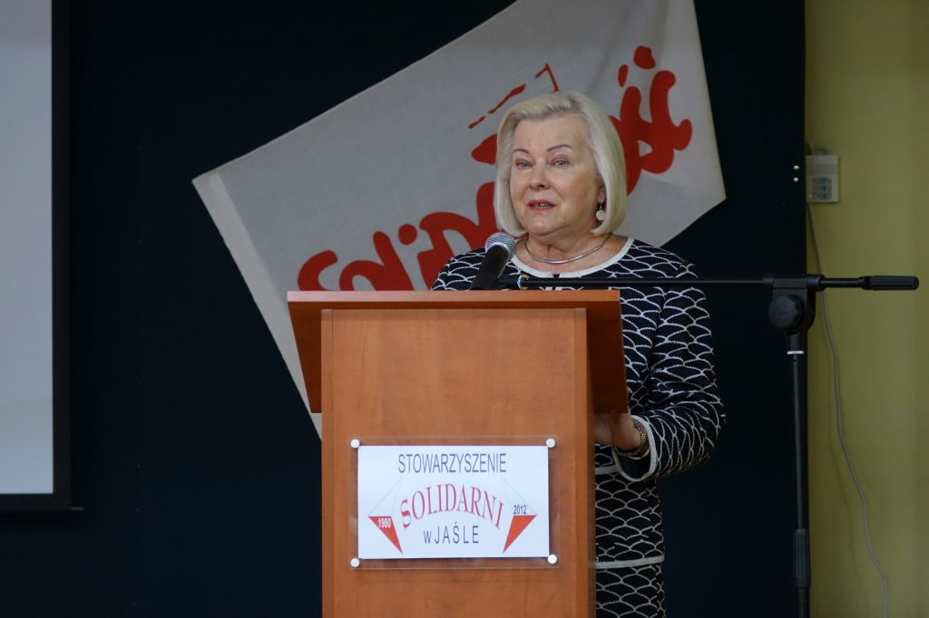 Alicja Zając przemawia podczas spotkania w jasielskim Ekonomiku