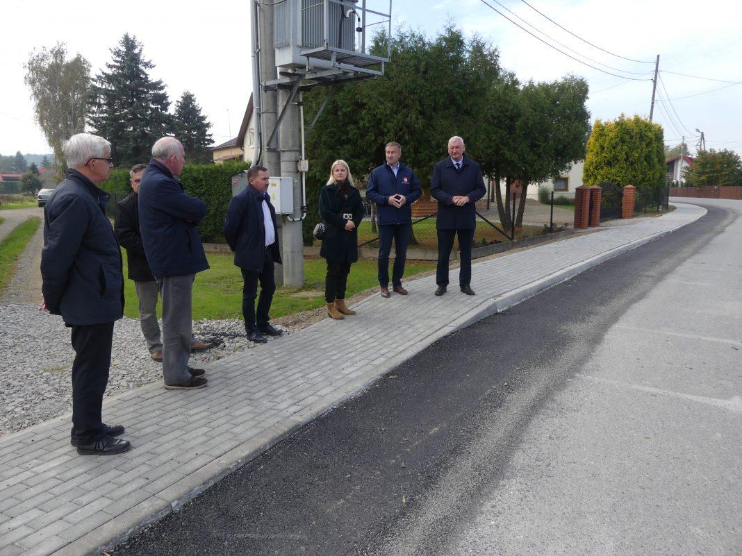 Oficjalnie przekazano około 300-stu metrowy odcinek drogi w Przysiekach